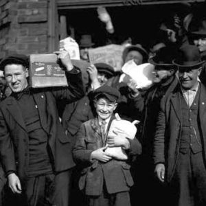 General-Strike-men-and-boys-carrying-groceries-Feb-7-1919_MOHAI_620